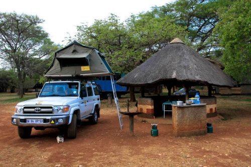 Stellplatz auf dem Eureka-Campingplatz in Lusaka, Sambia