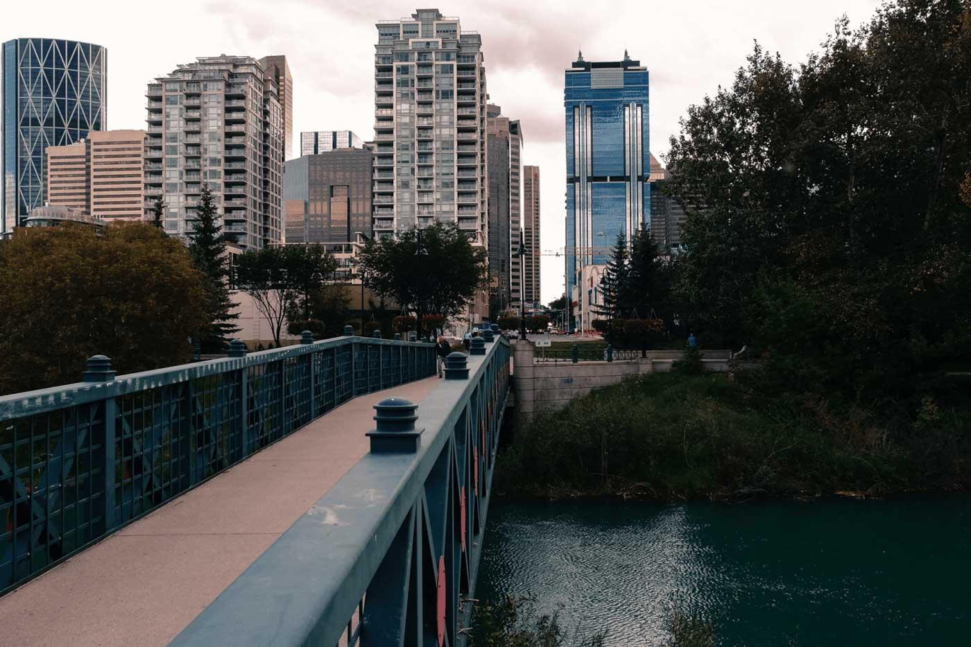 Calgary - bridge to Prince's Island Park