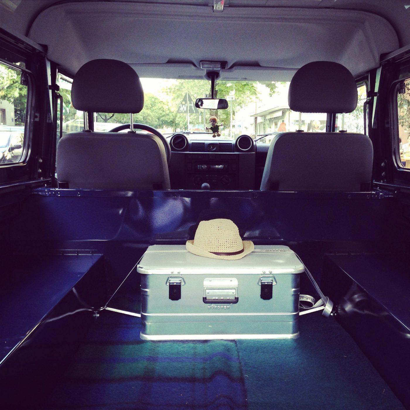 Land Rover Ausbau - die erste Box macht das Auto schon zum Reisemobil