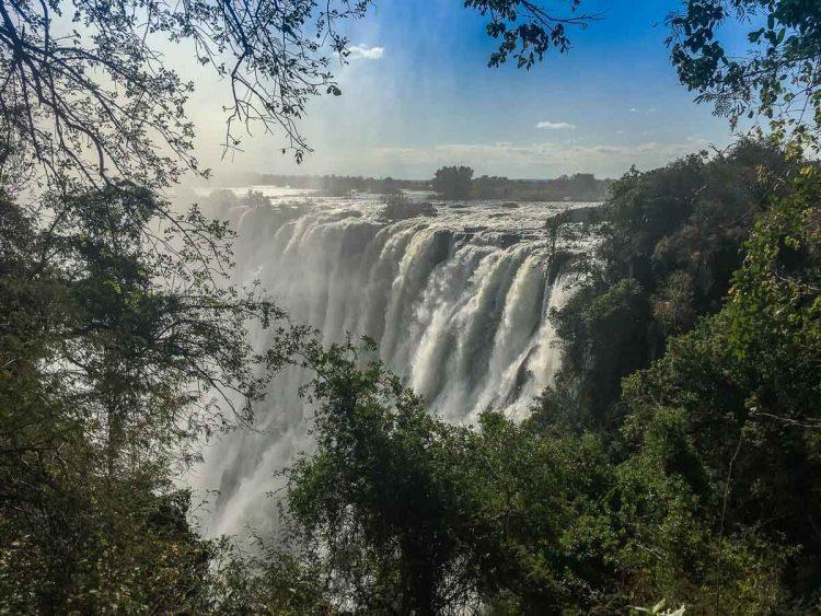 Sambia: Die Victoria Fälle kurz nach der Regenzeit