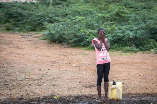 Schüchternes Mädchen am Lake Baringo