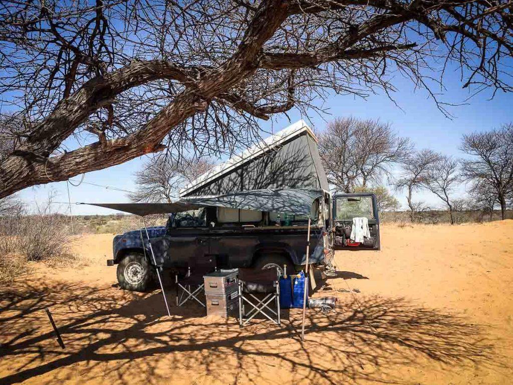 Tarp statt Markise: Sonnenschutz am Land Rover