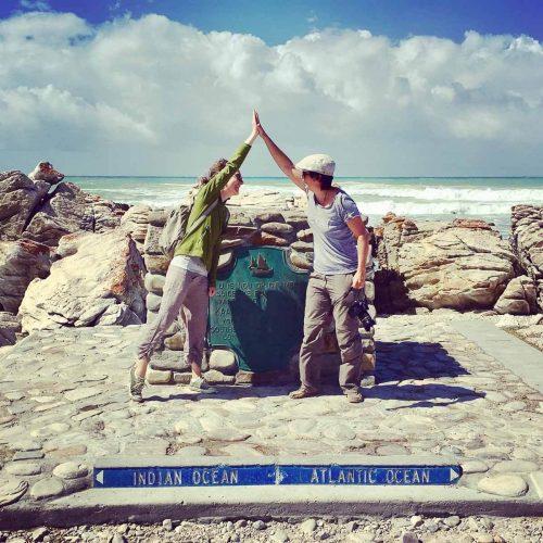 Birgit und Stefanie am südlichsten Punkt des afrikanischen Kontinents: Kap Agulhas